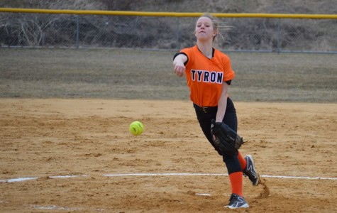 Sophomore starting pitcher Anna Baran delivers a pitch.