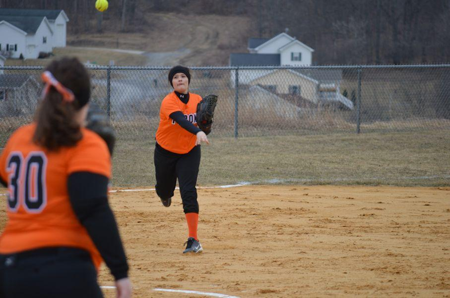 Sophomore+Finnley+Christine+attempts+to+throw+out+a+Bellefonte+runner+at+1st+base