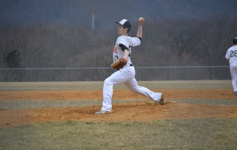 Tristan Lingenfelt throwing a pitch