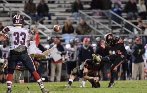 Vipond leads Eagles to victory on game winning 29 yard field goal