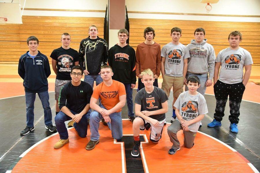 A+few+wrestlers+on+the+varsity+and+Jr+high+teams.+Front+row%3A+Aaron+Lewis%2C+Noah+Irvin%2C+Alex+Weaver+and+Trenton+Moore.%0D%0ABack+row%3A+Mikey+Cherry%2C+Devon+Brown%2C+Derrick+Harris%2C+Sage+Dixon%2C+Casey+Moore%2C+Erik+Walk%2C+Stevie+Colyer%2C+and+Duane+Hann.