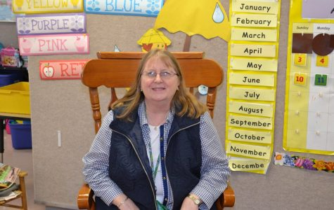 Longtime Kindergarten Teacher Linda Knarr to Retire After 35 Years