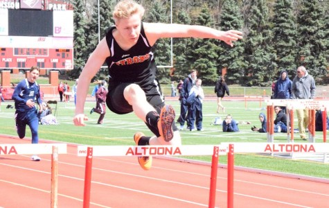 Voyzey Sets New Meet Record at 41st Annual Igloo Invitational
