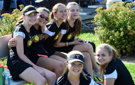 Girls Tennis Hopes for Mountain League Title with a 4-3 record