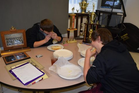 students eating hoagies