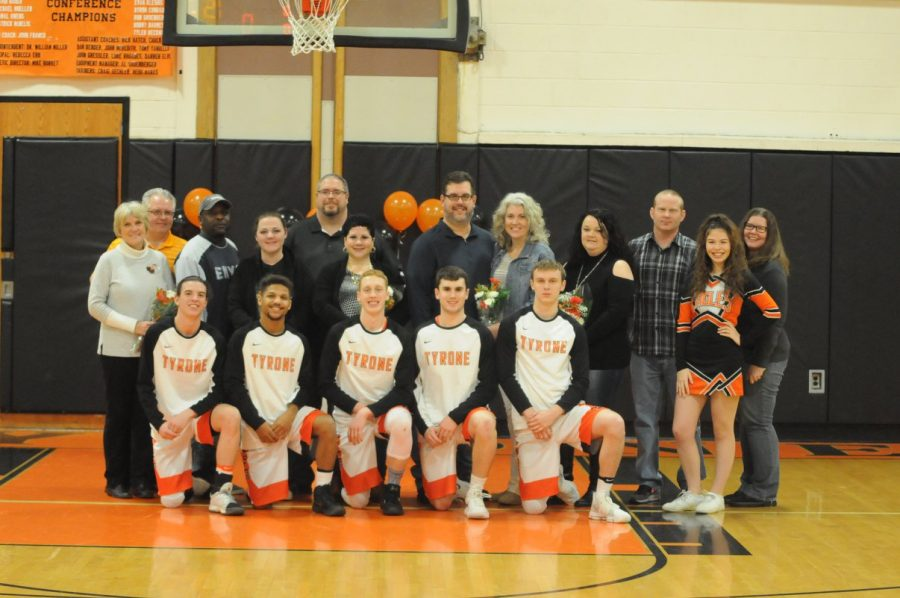 The+2018+Tyrone+Basketball+and+Cheerleader+seniors