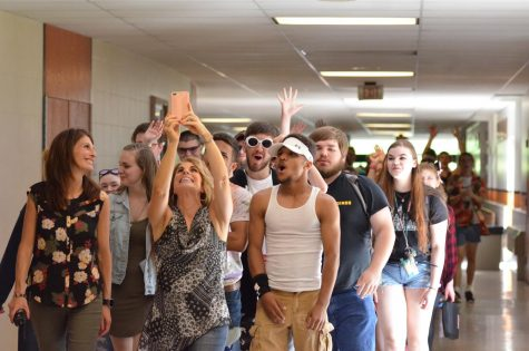 Photo Slideshow: SENIOR WALK 2018 – Vol. 1