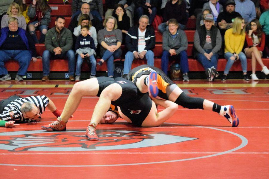 Braeden+Nevling+-Ray+pinning+his+opponent