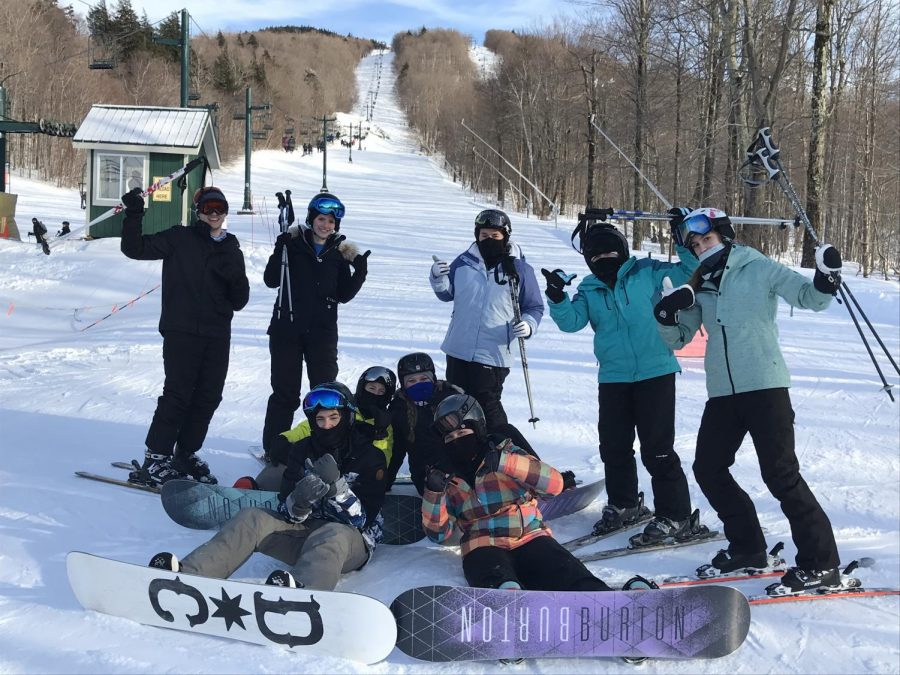 A+group+of+Tyrone+Students+skiing+and+boarding+the+day+away.