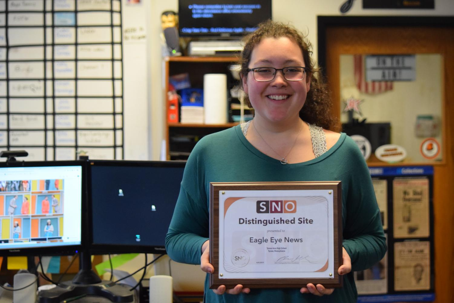 Editor+in+Chief+Hannah+Gampe+and+the+Eagle+Eye%27s+6th+Distinguished+Site+Award