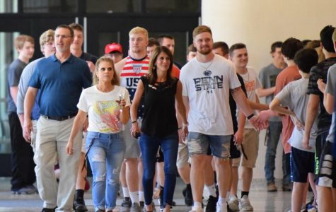 Photo Slideshow: Senior Walk 2019
