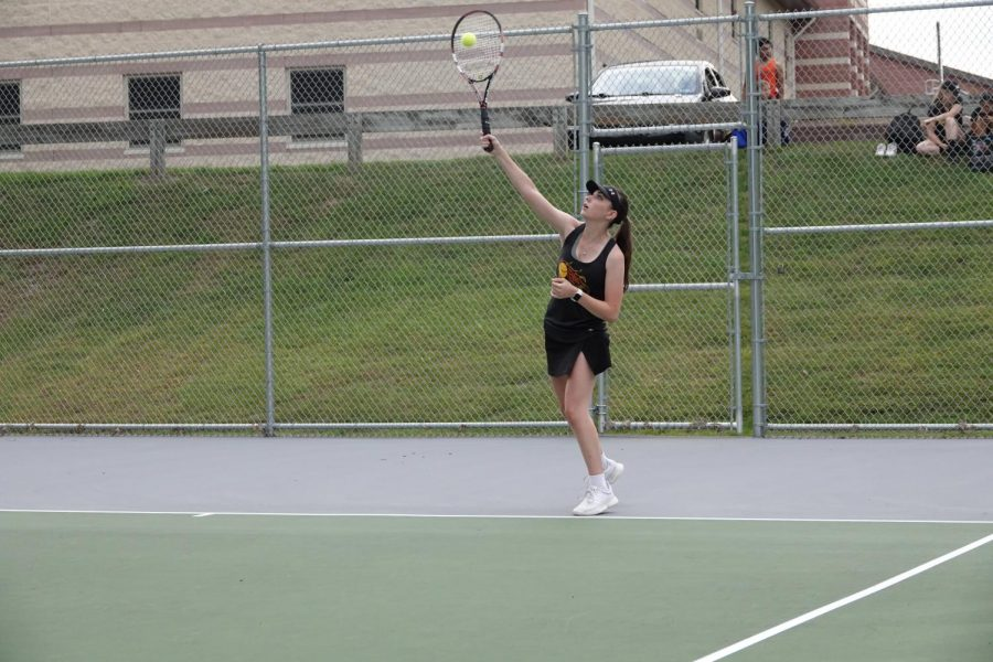Alicia+Endress+serves+a+wicked+serve.+