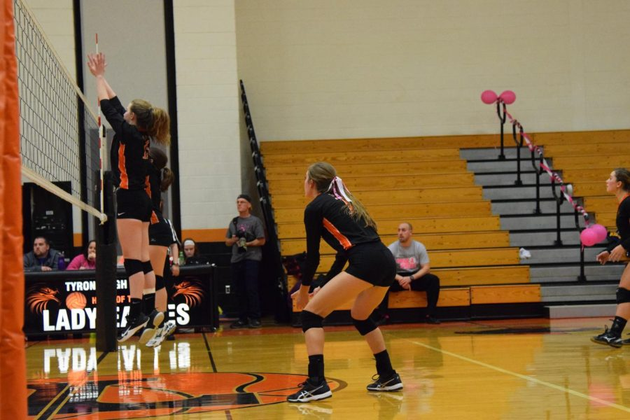 Makenna+Bauer+sets+up+defense+behind+Courtney+Williams%27+and+Miranda+Goodman%27s+block+during+last+year%27s+DIG+PINK+game.