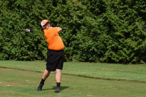 Varsity Golf Starts 14-0 in the Mountain League