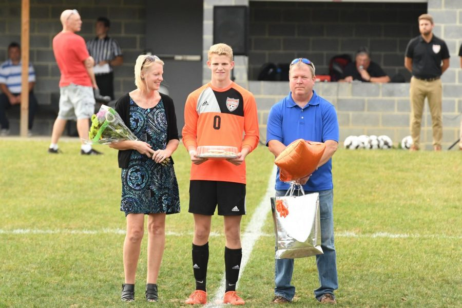 Senior+goalie+Alex+Roberts