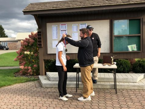 Golf Team Prevails Through Sectionals but Falls at Districts