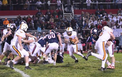 Brandon Lucas running toward the Bearcat defense.