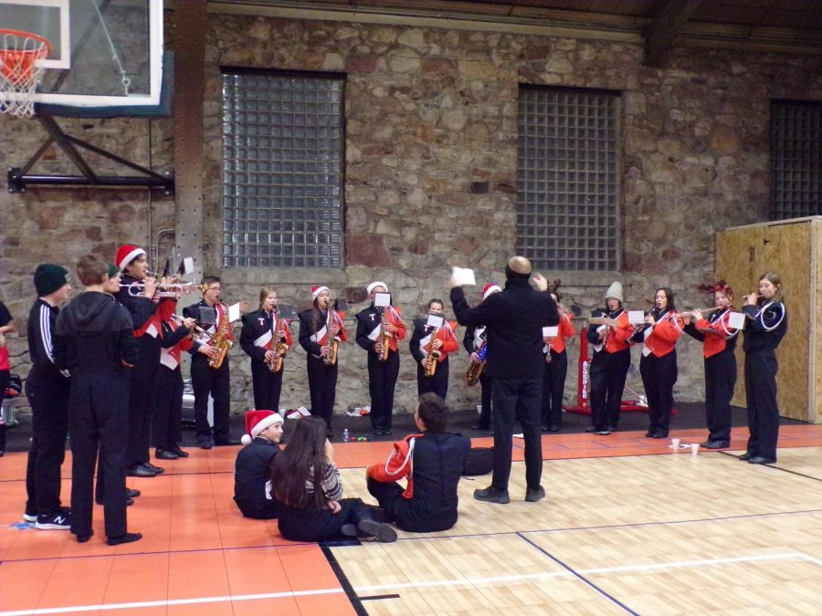 Tyrone Band Makes Tyrone Christmas Parade Merry