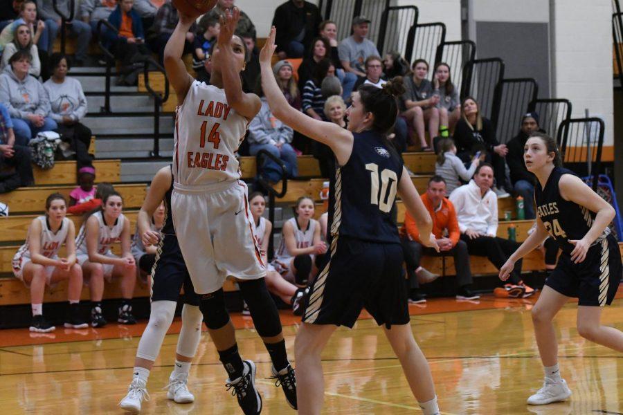 Sophomore Jaida Parker goes up for a layup