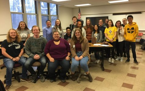 Speech Team Alumni Return to Share Tips and Tricks