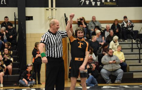 Golden Eagle Grapplers Take Down Mo Valley 48-30