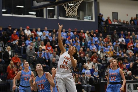 Jaida Parker goes in for a layup
