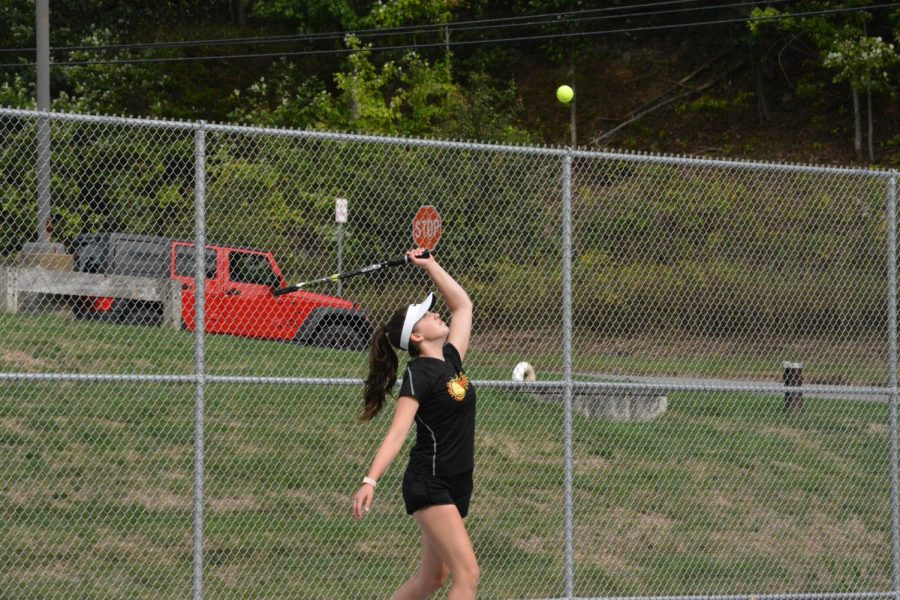 Girls Tennis Defeats Central (5-2)