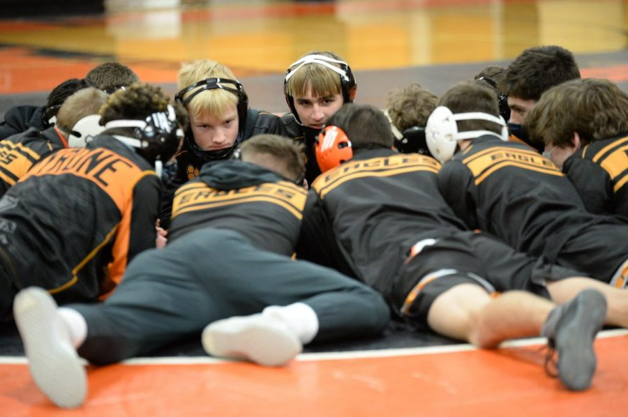 Tyrone+wrestlers+get+ready+for+the+match+at+home+vs.+Hollidaysburg.