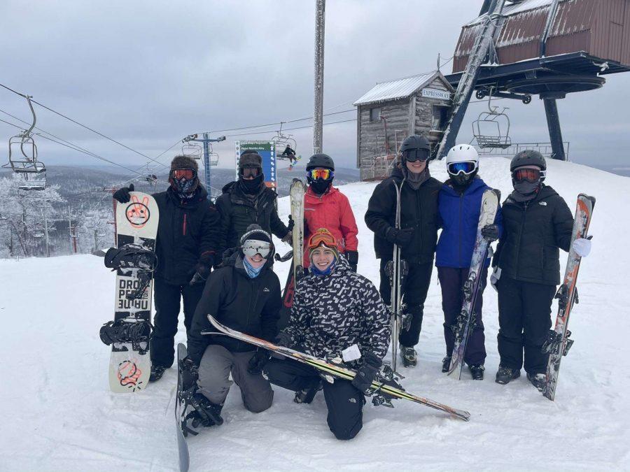 Tyrone students enjoying a day on the slopes at Blue Knob Ski Area.  Front row - Kelton Raabe, Rodney Shultz  Back Row - Keegan Raabe, Michael Buck, Taylor Black, Andrew Savino, Lyndsey Fleck, Taylor Greene