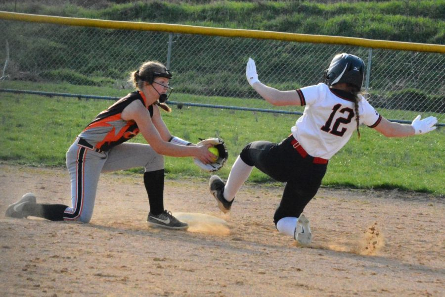 Maci Brodzina tag out at second