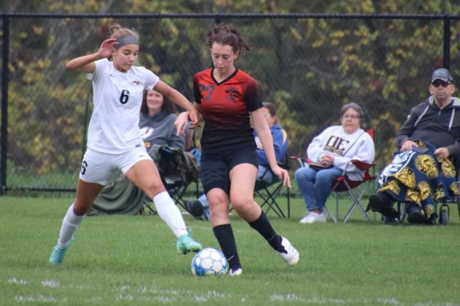 Junior Avalyn Moore looking to drop the ball to a defensive player.